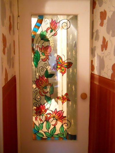 Дверь со стеклянной вставкой