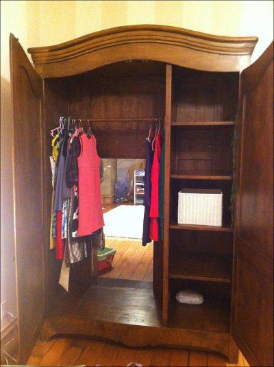 Внутри шкафа