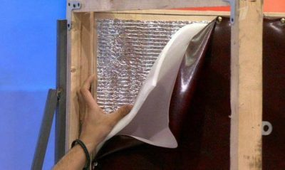 Монтаж поролоновой подложки на дверь