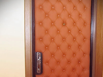 Обивка двери с подложкой