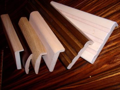 Ассортимент наличников из МДФ, древесины, пластика и других материалов с разнообразным профилем впечатляет