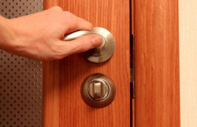 Как открыть межкомнатную дверь без ключа