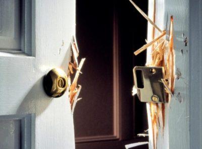Физический метод открывания двери