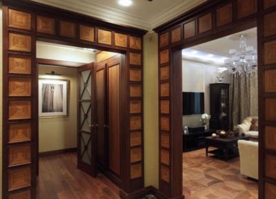 Стилистика помещения гармонирует с дверными проемами